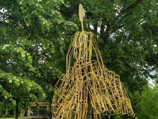 """""""Jump"""" е една от забележителните творби на скулптора Живко Седларски."""