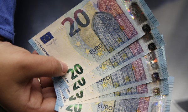 Победа на Льо Пен на евровота - риск за еврото