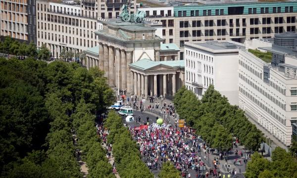 """Хиляди в В Германия на марш срещу национализма и """"За"""" ЕС"""