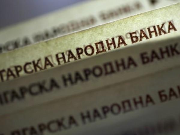 Облекчени условия и ниски лихви карат българите да взимат кредити