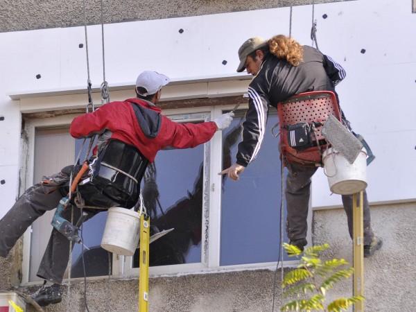 От следващата година националната програма за саниране на старите сгради
