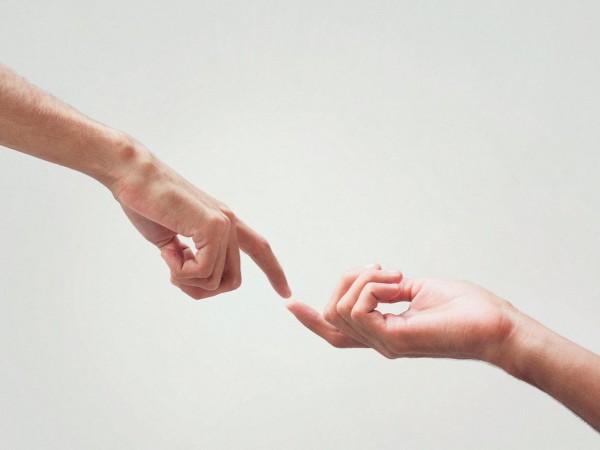 Не всеки човек обича да бъде прегръщан и докосван –