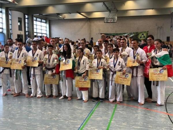 С една европейска титла и общо 19 медала приключи участието