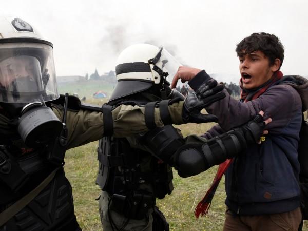 Европейският съюз ще разположи свои граничари по браздата между Албания