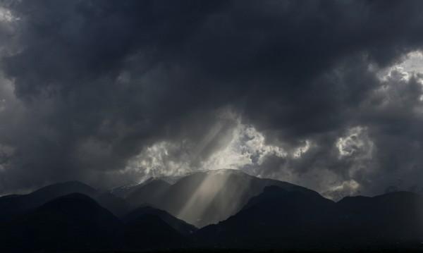 Мащабна спасителна акция за пострадал българин в планината Олимп