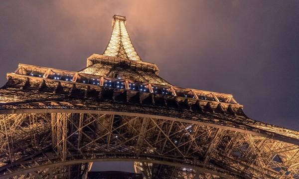 Спасиха поредния самоубиец от Айфеловата кула