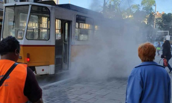 Трамвай пламна в центъра на София