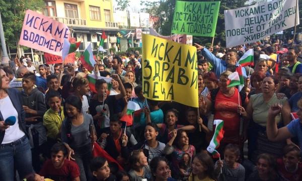 Роми на протест срещу спирането на водата им в Бургас