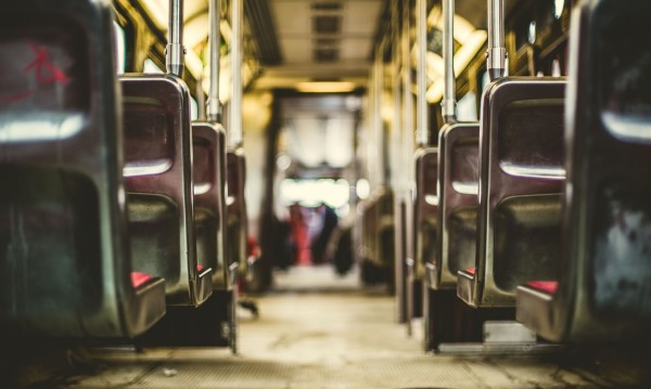 Пиян шофьор на автобус вози работници, хванаха го