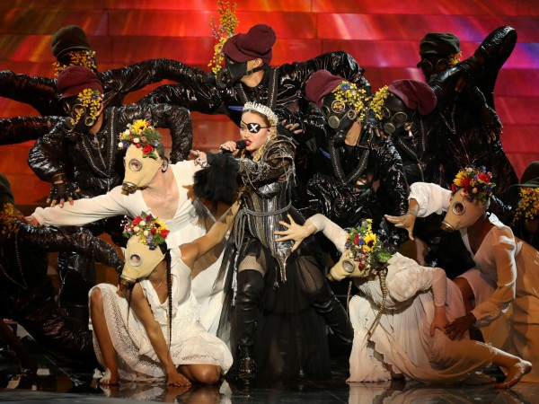 Няколко дни след скандалното си изпълнение на Евровизия Мадона публикува
