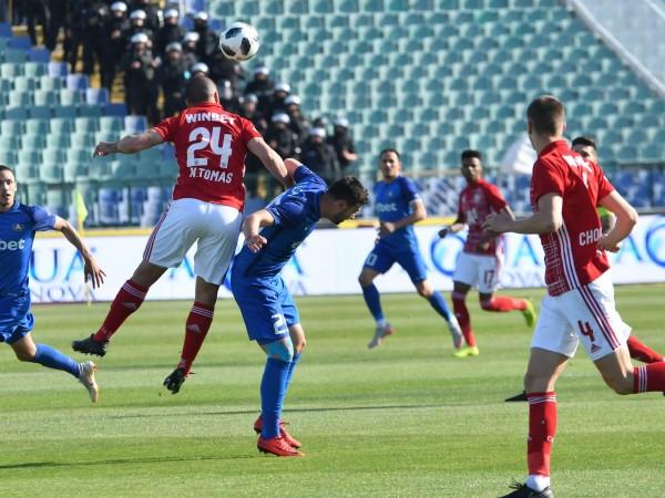 ЦСКА остава в играта за титлата, след като победи Левски