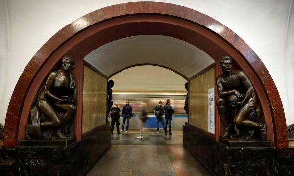 Над 1000 пътници блокирани с часове в московското метро