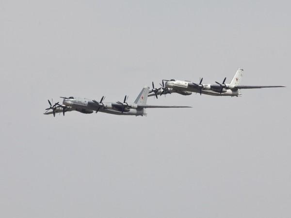 Американски военни самолети са прехванали шест руски военни самолета при