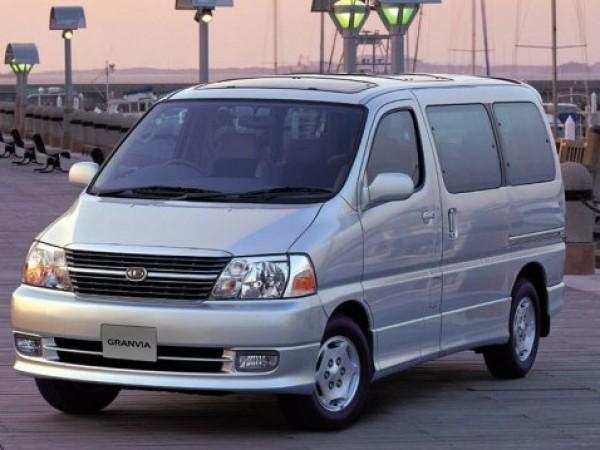 Оригиналната Toyota Granvia се произвеждаше в периода 1995-2002 г., като