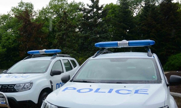 Арестуваха непълнолетни, пребили мъж в Петърч
