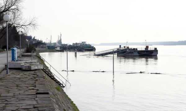 Русенец прекарва с лодка иракчани по Дунав, спипаха го