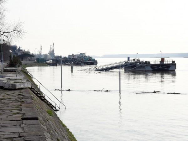 Русенец опитал да преведе с рибарска лодка през река Дунав