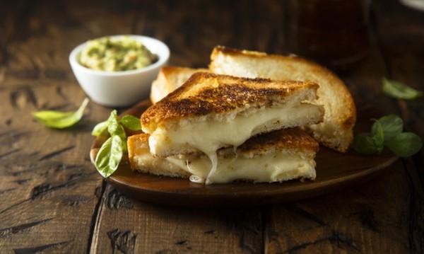 Рецептата Dnes: Сандвич на скара с Едамер
