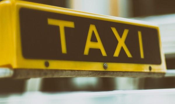 Пътник заплаши с побой таксиджия, взе му парите