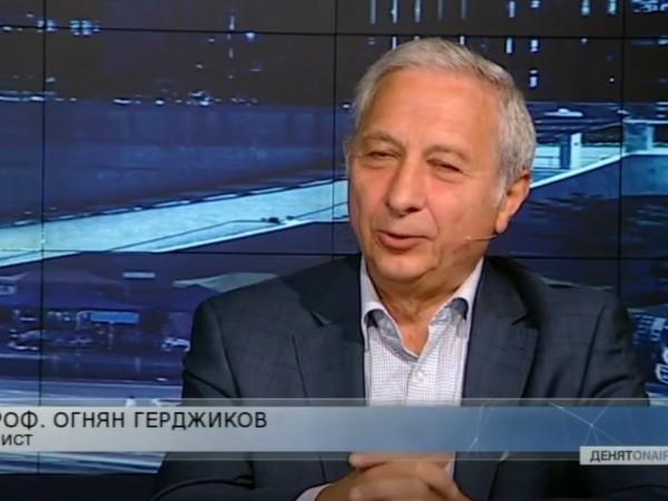 Професор Огнян Герджиков написа две стихосбирки за прависти. Бившият преподавател