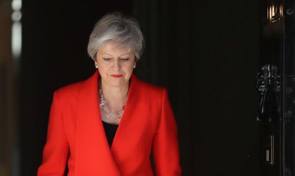 Тереза Мей сдава премиерския пост на 7 юни