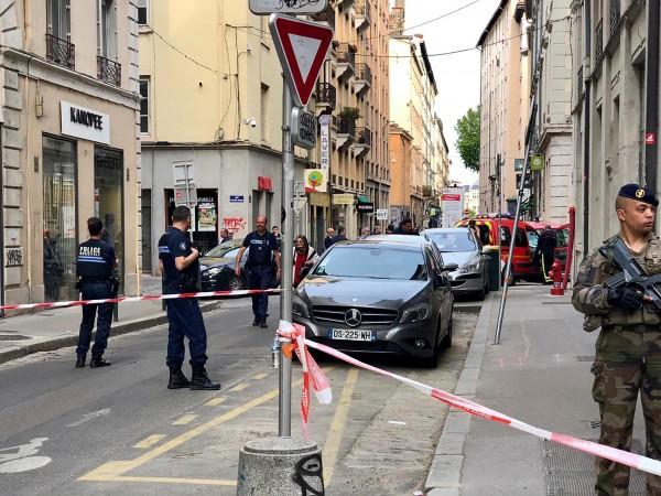 Най-малко 13 души са ранени при бомбения атентат в центъра