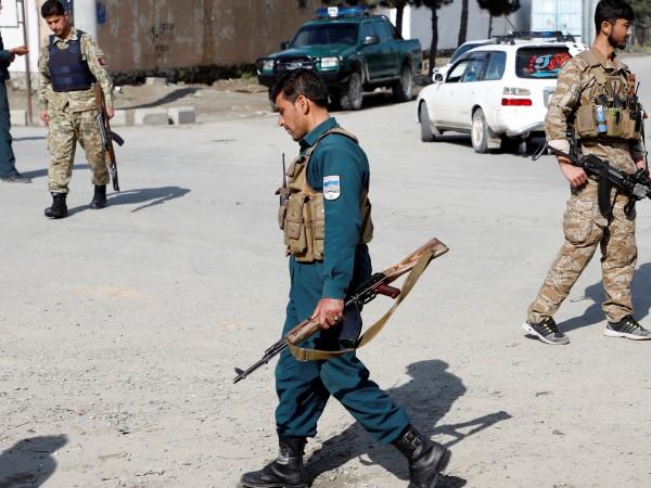 Най-малко шестима мирни жители, включително жена и две деца бяха