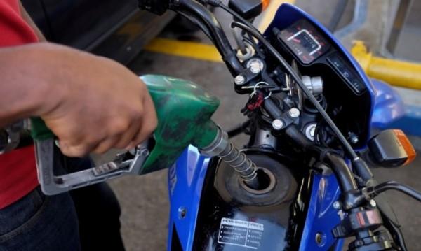 Масовият бензин догонва по цена дизела