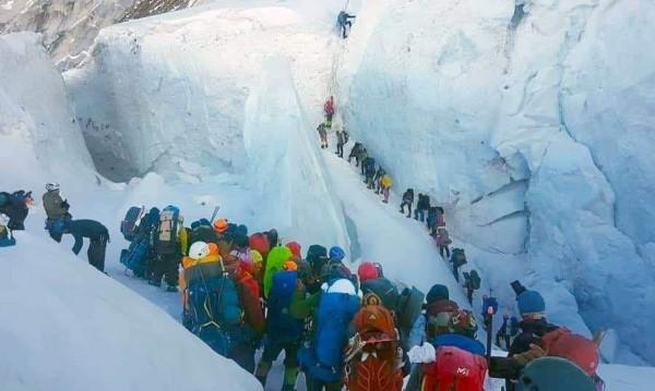 Нормално ли е Еверест да е толкова претъпкан? Да, но не е безопасно