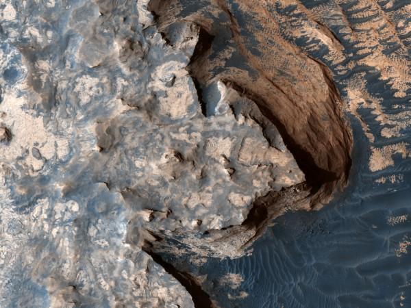 Учени от университета на Аризона откриха процеси на Марс, които