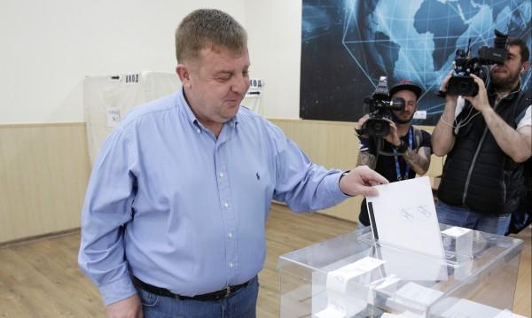 """Каракачанов скочи на """"Атака"""": Утре как ще ме гледат в очите?"""