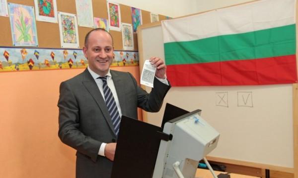 На 100% протоколи: ДБ печели вота от чужбина