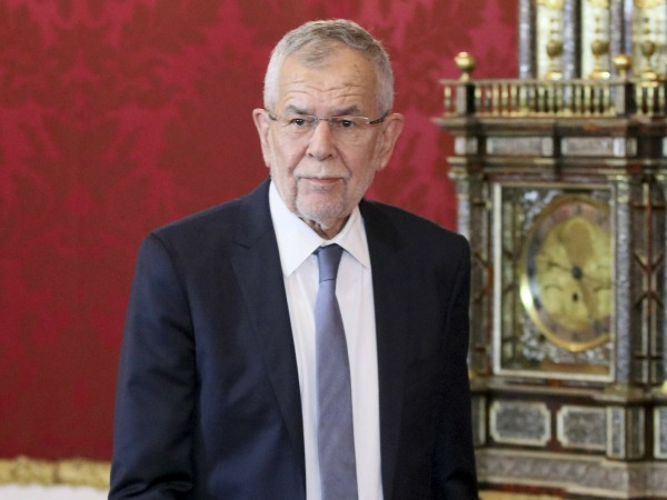 Австрийският президент Александър ван дер Белен произнесе телевизионно слово към