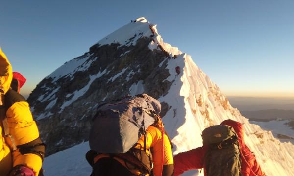 Още една жертва на Еверест – какво се обърка този сезон?