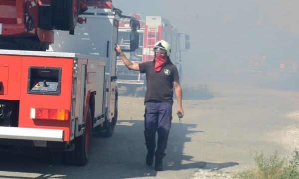 Камион пламна на пътя, унищожени са 1500 кг храна