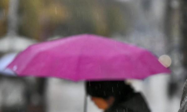 Вземете си и чадър, ще вали, но температурите до  30°