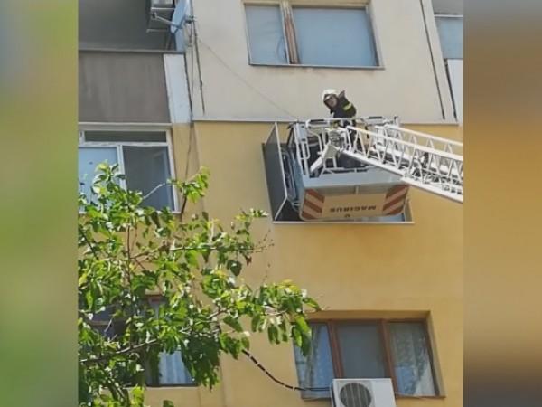 Пожарникари от Стара Загора помогнаха на възрастна жена, до която