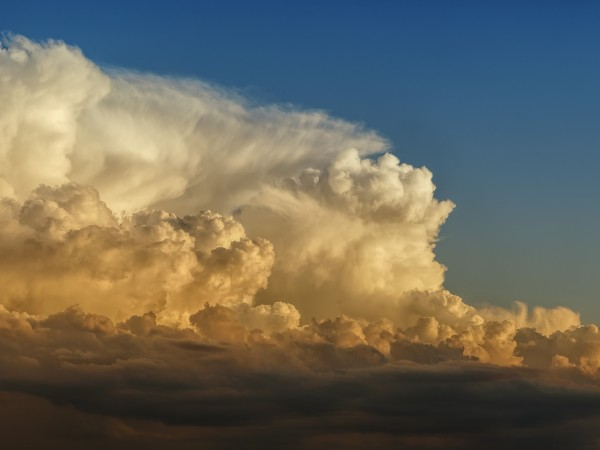 Облачността над страната ще остане значителна и през нощта и