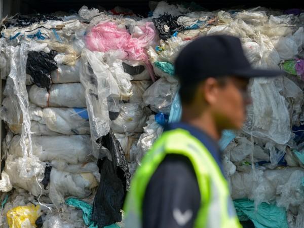 Япония представи днес програма за намаляване на пластмасовите отпадъци, които