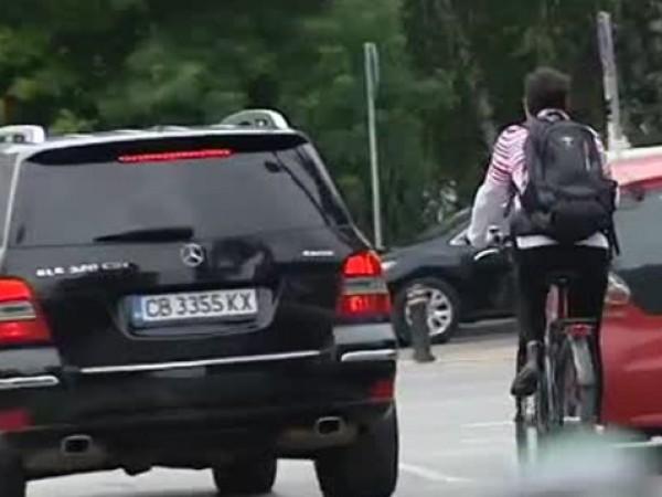 Вчера режисьорът Георги Дюлгеров беше блъснат от кола, докато карал