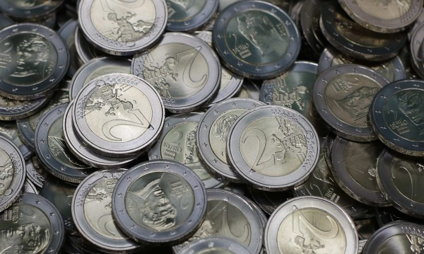 """За новия бюджет: Италия обеща на ЕС да """"затегне коланите"""""""