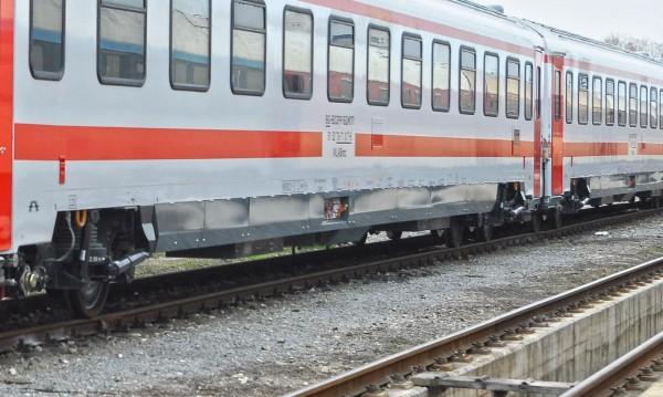 Влак по линията София-Варна се удари в паднали скали