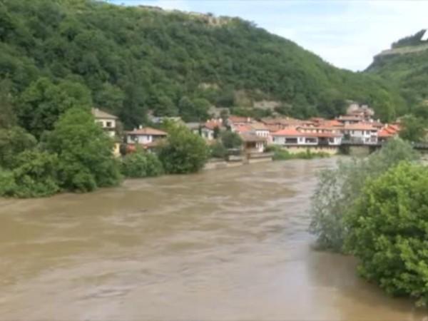 Нивото на река Янтра край Велико Търново достигна критични нива