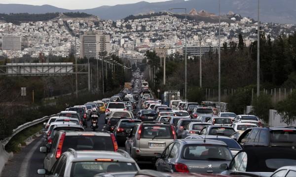 Сърби хитреят срещу гръцките полицаи: Сами си свалят номерата на колите
