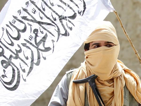 В единия си живот 25-годишен афганистанец се казва Забет Хан.