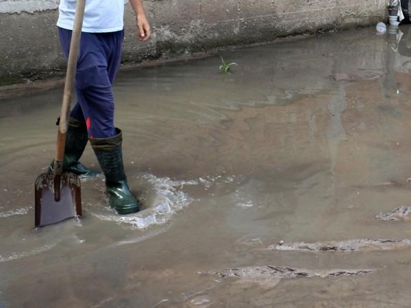 Проливен дъжд в Пазарджик наводни улици. Поради интензивния валеж за
