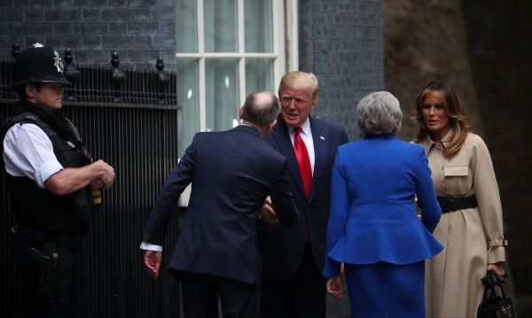 Тръмп пренебрегна Мей? Едно ръкуване за деня е предостатъчно