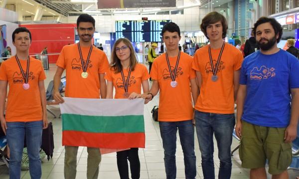 С пет медала по физика се върнаха български ученици от Рига