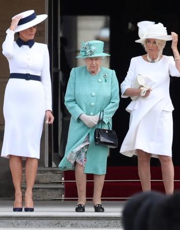 Чанти, лак, тиари... Модните правила в британското кралско семейство