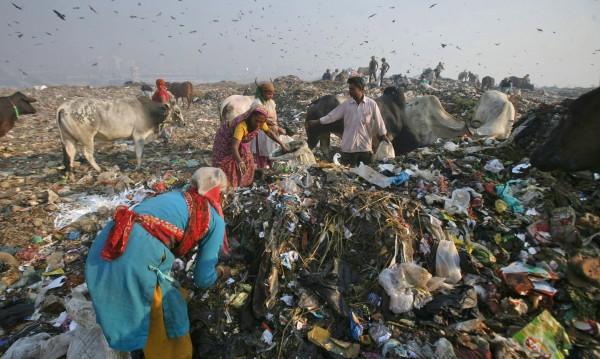 Когато боклуците са повече от хората: Опасните сметища на Индия